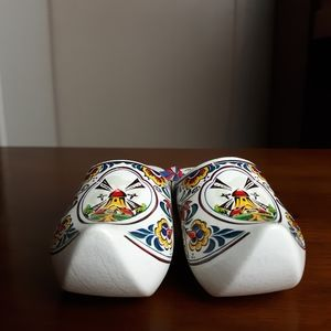 Vintage Accents - Vintage Holland ethnic wooden shoes decor